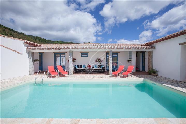 Villa in vendita di 250 mq a €2.200.000 (rif. 64/2020) 1132866