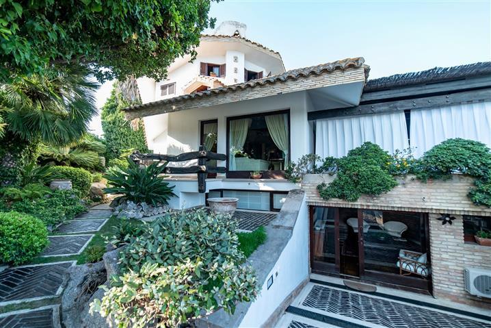 Villa in vendita di 350 mq trattativa riservata (rif. 31/2017)853053