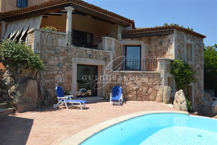 Villa in vendita di 200 mq a €2.500.000 (rif. 31/2020)1067486