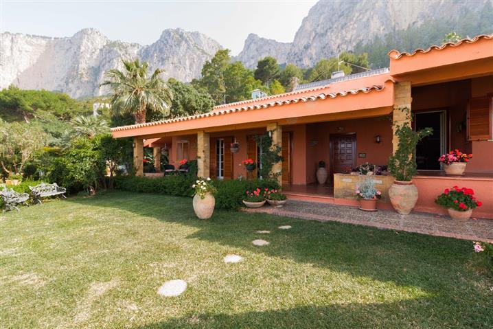 Villa in vendita di 450 mq a €1.380.000 (rif. 56/2019) 828021