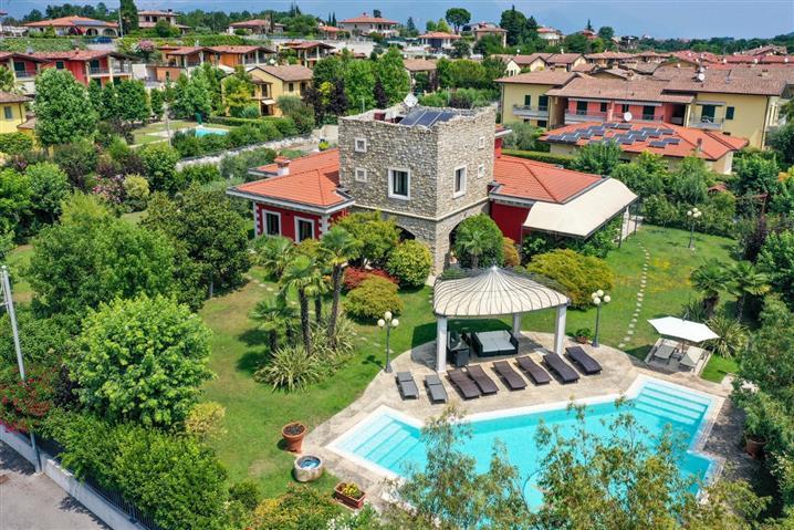 Villa in vendita di 700 mq a €2.000.000 (rif. 54/2019) 854673