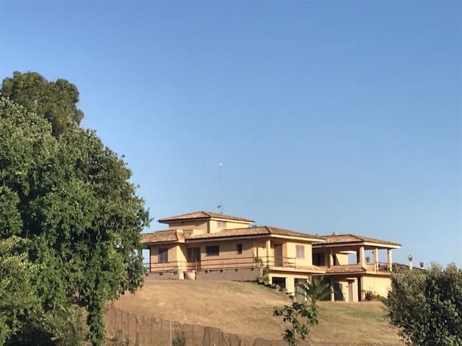 https://www toscano it/comune-albano-laziale/543020-villa-via