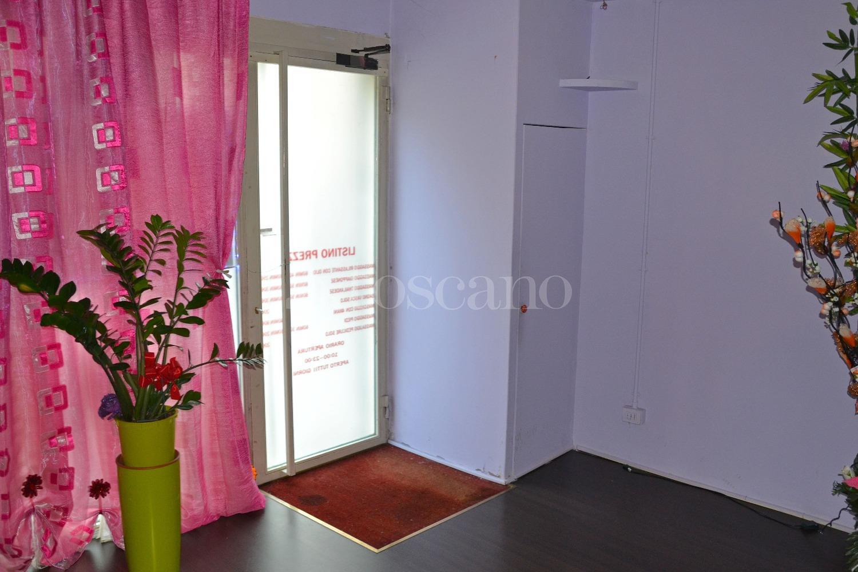 Vendita negozio a como in via foscolo amendola 136 2017 for Toscano immobiliare como