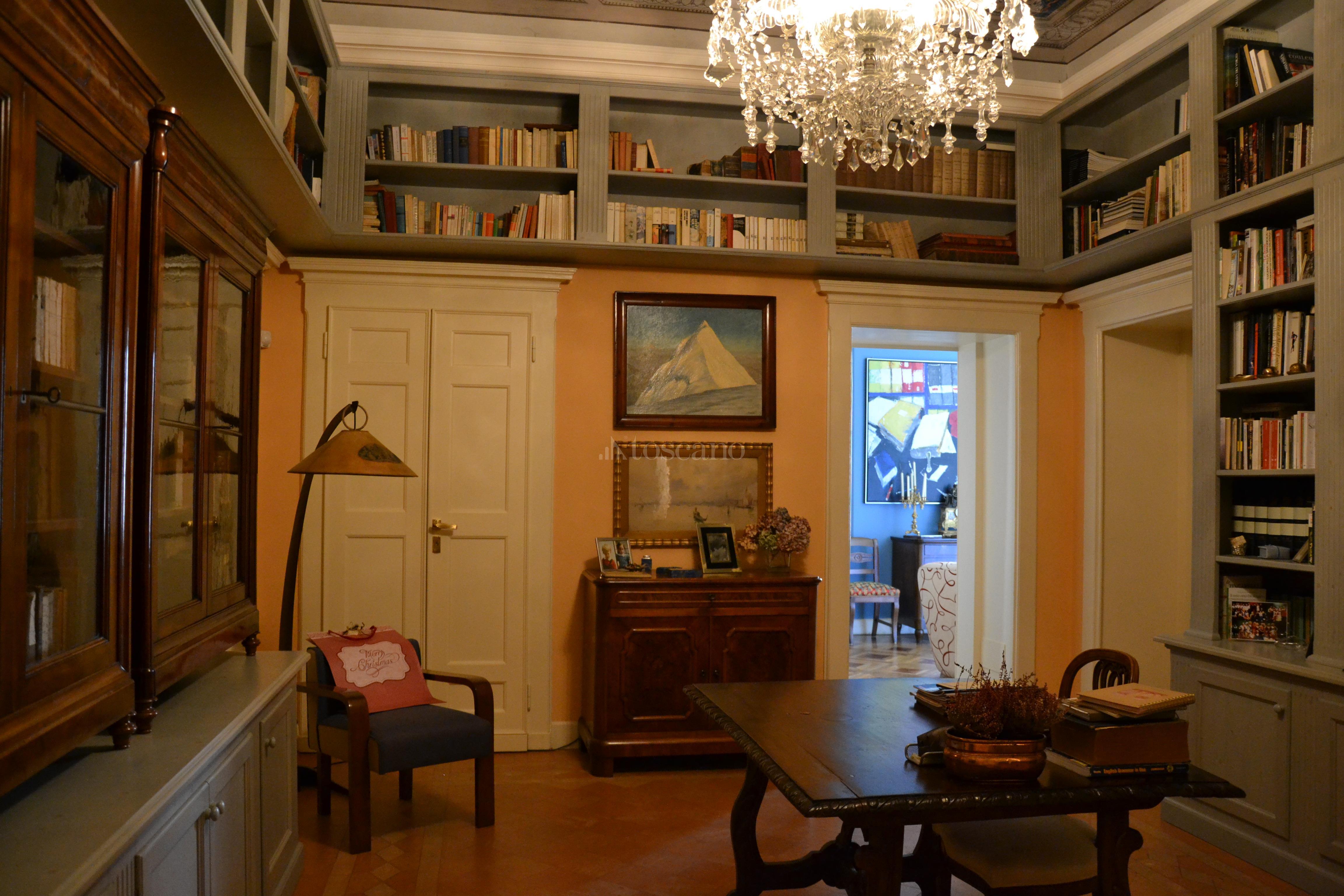 Vendita casa a como in via rovelli citt murata 54 2017 for Toscano immobiliare como