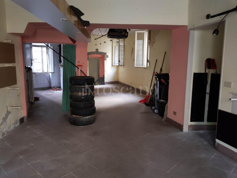 Vendita palazzina a como in via dottesio dottesio 107 for Toscano immobiliare como
