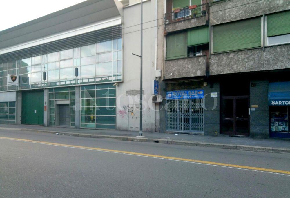 Vendita negozio a milano in viale renato serra monte for Viale serra milano