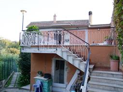 Casa Indipendente in vendita di 320 mq a €299.000 (rif. 102/2017)