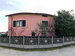 Villa in vendita di 350 mq a €550.000 (rif. 39/2018)