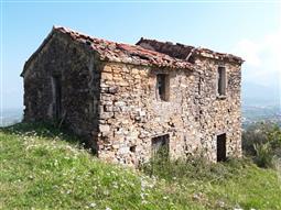 Casale in vendita di 250 mq a €110.000 (rif. 21/2017)