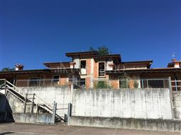 Villa Bifamiliare in vendita di 290 mq a €270.000 (rif. 51/2018)