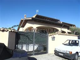 Villa Bifamiliare in vendita di 250 mq a €350.000 (rif. 130/2017)